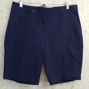 LANDS END women's mid rise  chino short size 8